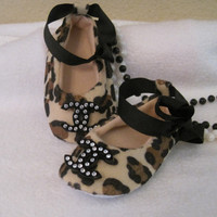 Baby crib shoesChanel inspired/ leopard by Sassykatboutique