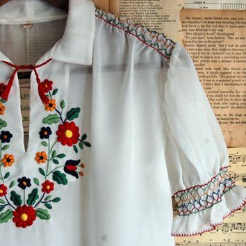 vintage 70s embroidered peasant blouse  m