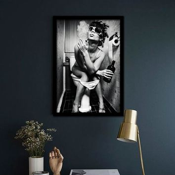 Modern Poster Black White Charming Woman Smoking Art Canvas Wall Painting For Bar Decoration Frameless Toilet Pub Picture