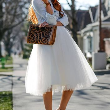 WHITE TULLE SKIRT (circle)