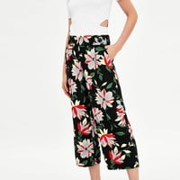 FLOWING CROPPED TROUSERS DETAILS