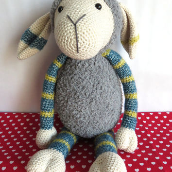 Suusje schaap, Stip en Haak inspired crochet sheep, sheep sound inside.