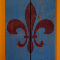 Blue and burgundy Fleur de lis pallet art