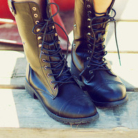 Lose Your Temple Boots: Black