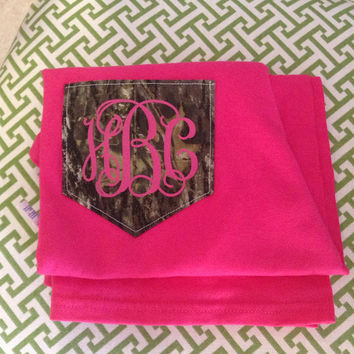 LONG SLEEVE Monogram Realtree Camo Print Pocket T-Shirt Womens