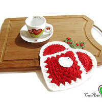 Red crochet heart potholder with Santa Claus for Christmas - Presina rossa a forma di cuore con Babbo Natale all'uncinetto