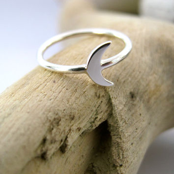 Crescent Moon - Sterling Silver Luna Ring