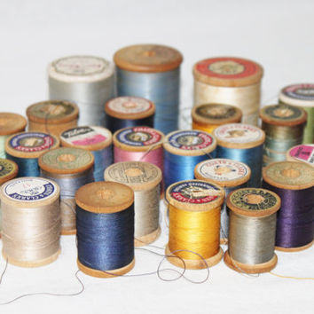 Vintage Lot of 25 Wooden Spools of Thread, Sewing Thread, Embroidery, Quilting