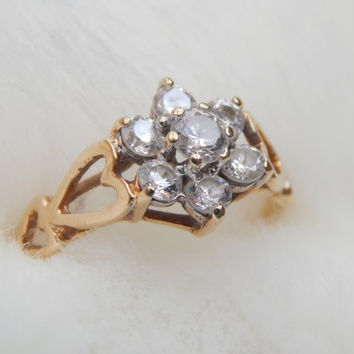 vintage engagement ring - 9ct gold daisy ring with CZ and adorable heart shoulders - vintage 1980s