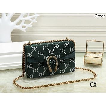 GUCCI 2018 new trend female models velvet wine bag chain bag Messenger bag green