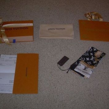 DCCKRQ5 Louis Vuitton Black & White MONOGRAM CONFIDENTIAL Bandeau Scarf Box Reciept Bag
