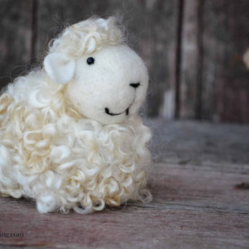 Needle Felted Lamb - Primitive wool Sheep