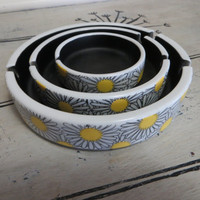 Mod Ashtray Set Vintage Ashtray Ceramic Ashtray Flower Power Black and Yellow Yellow Daisy Ashtray Smoking Tray 1960s Ashtray Housewarming