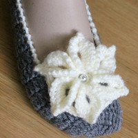 Hand Crocheted Women Slippers / Gray and Cream Colors / Gift for Women / Ready to Shipping
