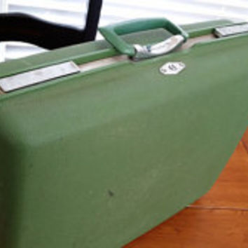 Vintage Royal Traveler Green Luggage Mid Century Hardside Suit Case With Key Great Retro Travel Style Decor Day Trip Upcycle Repurpose