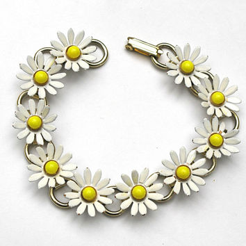 Flower Link  bracelet  yellow white  enamel daisy  gold book chain links Mid century flower bangle