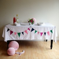 DIY Bunting Tablecloth | The Sweetest Occasion