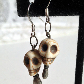 Skull Earrings, Creepy Jewelry, Skeleton Grin, Dangle Earrings, Halloween Accessory, Costume Jewelry, Ivory Color, Off White