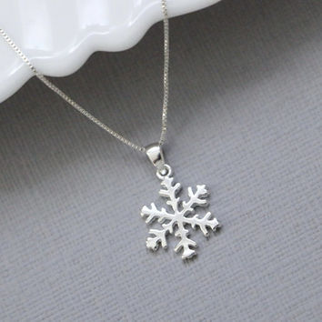 Snowflake Necklace, Sterling Silver Necklace, Bridesmaid Necklace, Christmas Gift Necklace, Girlfriend Gift, Gift for Her, Gift for Wife