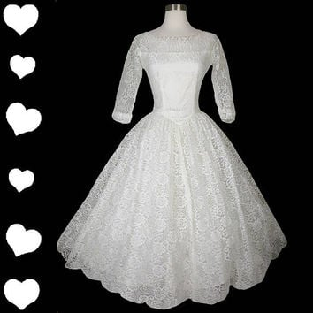 Vintage 50s White Lace Full Skirt Tiered Tulle Back Wedding Dress XS Rockabilly Pinup 3/4 Sleeve Floral Tiers Bridal Gown