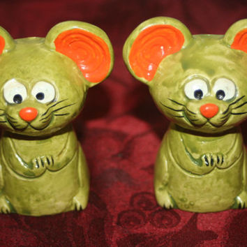 ON SALE Retro Mice S&P Shakers green and Orange Retro shakers