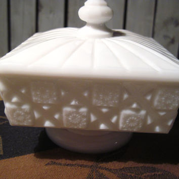 Vintage Milkglass Dish with Lid,  Jewelry Box, Candy Dish, Trinket Box. Very Pretty Pattern.