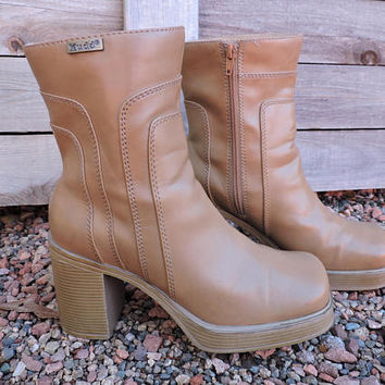 90s chunky platform boots / size 7.5 M / Eu 38 / Mudd brown / tan vegan leather ankle boots / grunge / retro