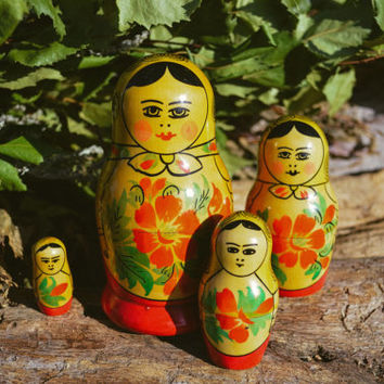 Matryoshka Nesting Doll Family / Vintage Russian Babushka Wooden Kitsch Figurine / Soviet Mid Century Collectible