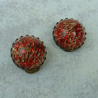 Red Confetti Lucite Clip On Earrings Glitter Galore Vintage Jewelry