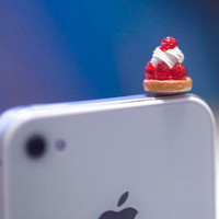 Kawaii Delicious STRAWBERRY SHORT CAKE Iphone Earphone Plug/Dust Plug - Cellphone Headphone Handmade Decorations