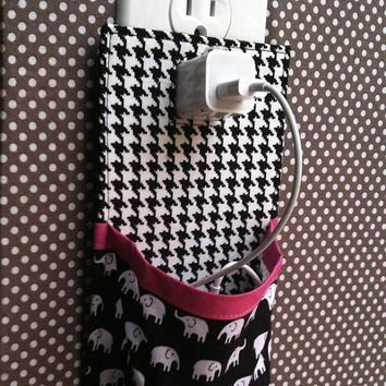 iPhone 5 iPhone 4 iPod touch Docking Station in black white hot pink elephant and houndstooth
