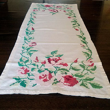 Cross stitch doily Vintage embroidery runners Embroidered napkin Pink roses Floral pattern Table top decor Housewares table Stunning design