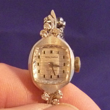 Waltham Ladies Swiss Wrist Watch 14K White Gold 17 Jewels Six Diamond Chips Vintage