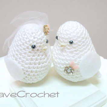 White Wedding Cake Topper birds / Wedding Birds Cake Decoration / Elegant Wedding Cake Topper / Set of two crocheted Love Birds in white