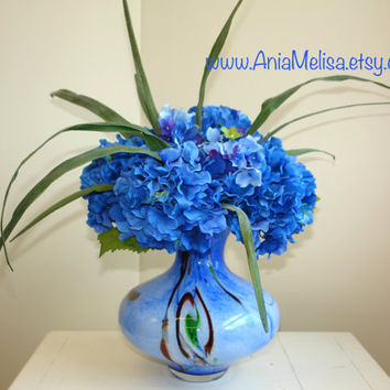 floral arrangements with hydrangeas, top table decoration gift ideas with Love, blue flowers glass flower vases