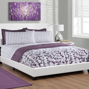 Bed - Queen Size / White Leather-Look Fabric