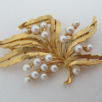 TRIFARI 1980s Chunky Leaf Pin