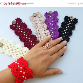 ON SALE Crochet bracelet, friendship bracelet. Crochet wrist cuff, wrist warmer, bracelet with glass pearl.