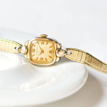 Certina watch bracelet for women rare. Gold plated AU 20 wristwatch Swiss made. Petite lady watch 40s gift. Small wrist watch cocktail party
