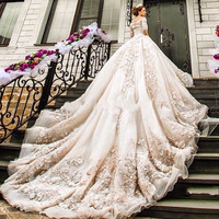 Luxury Long Train Lace Wedding Dreses Applique Boat Neck 2017 Vintage Long Sleeve Vestido De Noiva Ball Gown Wedding Gowns