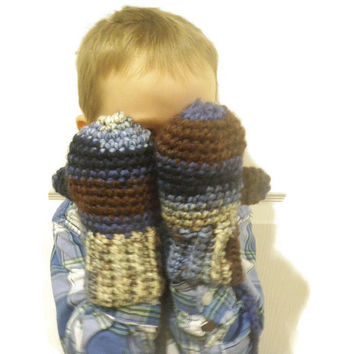 Warm crochet mittens, childrens mittens with string, handmade mittens