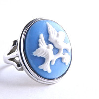 Vintage Bird Cameo Ring -  Silver Tone Size 7 Signed Avon Costume Jewelry / White on Blue Silhouette