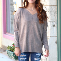 Long Sleeve V-neck Heathered Sweater {Mocha}