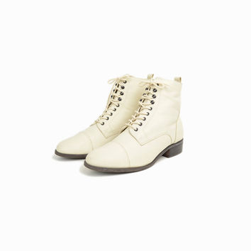 Vintage 90s Leather Ankle Boots in Off-White / Cap Toe Ivory Boots - women's 8.5
