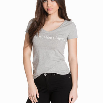 Tess-2 Scooped Vn Slim Fit Tee, Calvin Klein Jeans