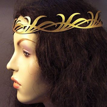Long leaves crown in gold