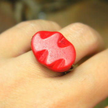 Howlite Red Ring . Size 5.25  - Curved Oval Howlite Bead - Red, Otter Brown, Dark, Blood, Rustic, Big Ring, Fall, Fashion, Jewelry Rings