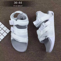 Vans: Shuangkou fashion sandals