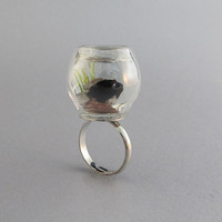Aquarium Mini Scene Ring with a Miniature Fish Figurine, DR020