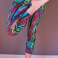SALE!  Bold Stripes Animal Print Crops Capri Leggings Pants for Glowga Blacklight Yoga M